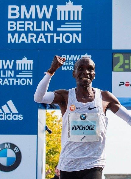 eluid Kipchoge winning Berlin marathon